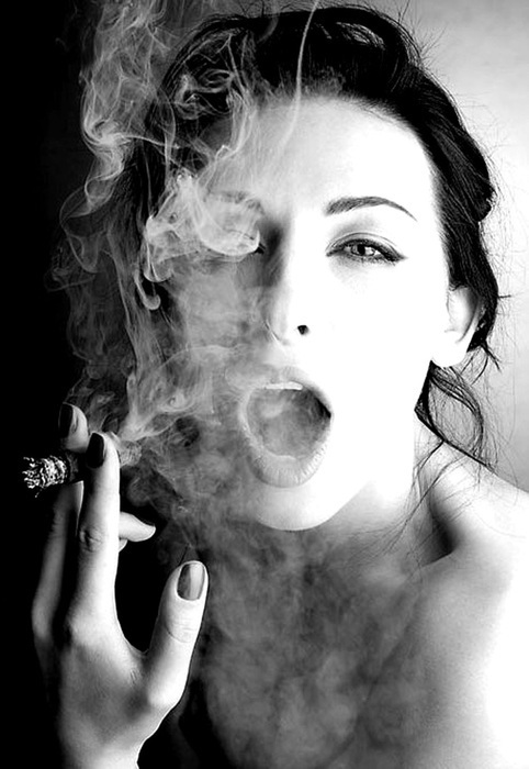 black-and-white-cigar-girl