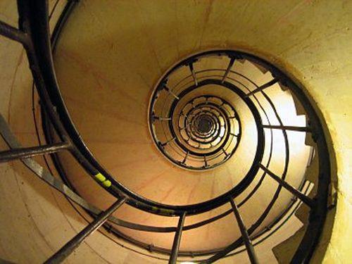 arc-de-triomphe-spiral-staircase