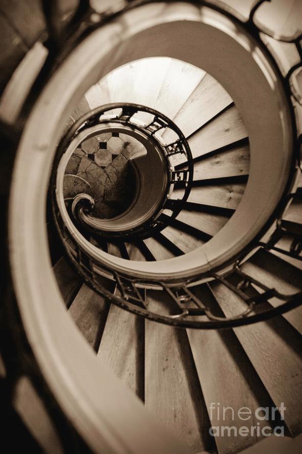 spiral-staircase-sebastian-musial